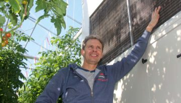 Dehumidifier boosts yields, cuts disease pressure and saves energy